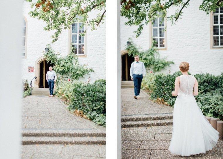 Hochzeitsfotograf-Pfalz-Karlsruhe-Hochzeitsfotos-Klingenmünster-Boechingen-10-First-Look-vor-Kirche