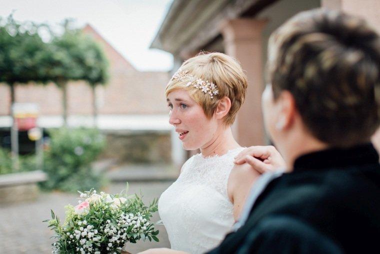 Hochzeitsfotograf-Pfalz-Karlsruhe-Hochzeitsfotos-Klingenmünster-Boechingen-11-First-Look-Braut