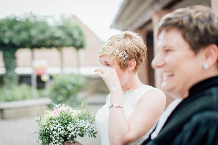 Hochzeitsfotograf-Pfalz-Karlsruhe-Hochzeitsfotos-Klingenmünster-Boechingen-13-First-Look-Braut