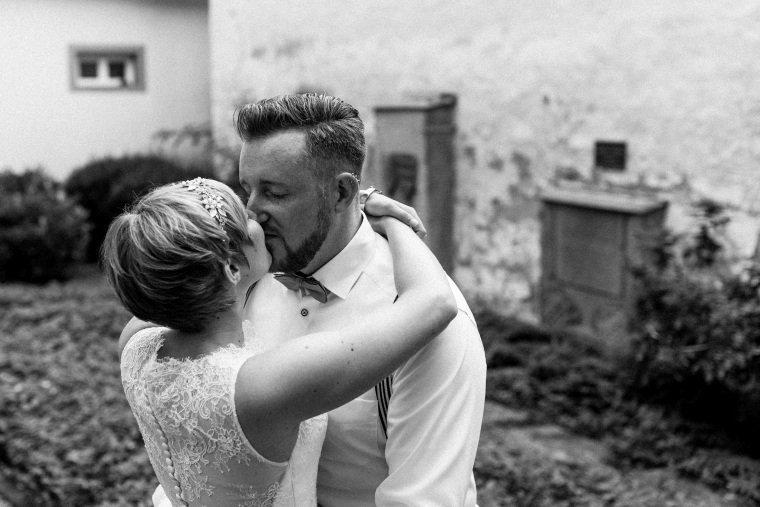 Hochzeitsfotograf-Pfalz-Karlsruhe-Hochzeitsfotos-Klingenmünster-Boechingen-21-Brautpaar