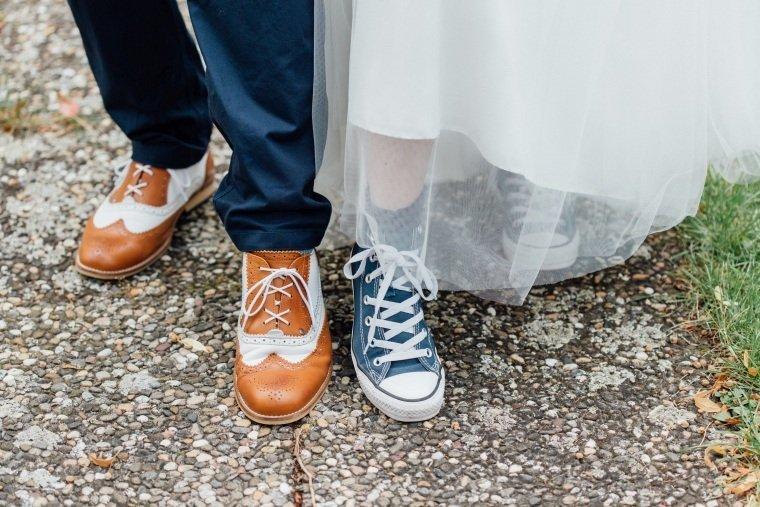 Hochzeitsfotograf-Pfalz-Karlsruhe-Hochzeitsfotos-Klingenmünster-Boechingen-22-Brautpaar-Chucks-Rockabilly