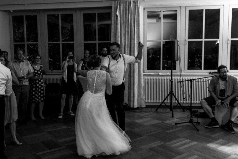 Hochzeitsfotograf-Pfalz-Karlsruhe-Hochzeitsfotos-Klingenmünster-Boechingen-41-Hochzeitstanz