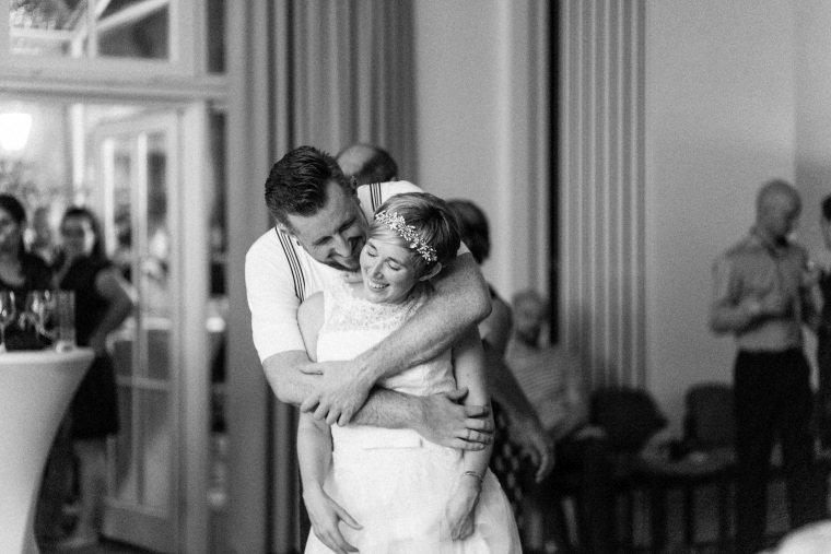 Hochzeitsfotograf-Pfalz-Karlsruhe-Hochzeitsfotos-Klingenmünster-Boechingen-45-Brautpaar