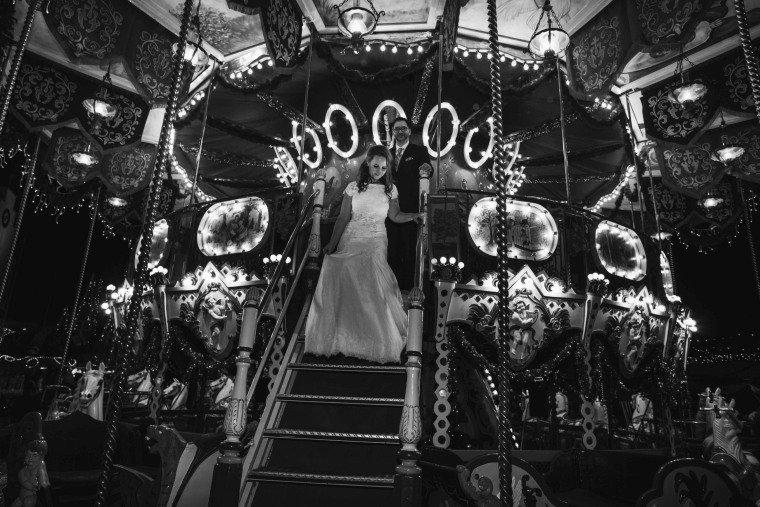 After-Wedding-Photoshooting-Braut-Karussell-Weihnachtsmarkt-AnnaJohannes-005