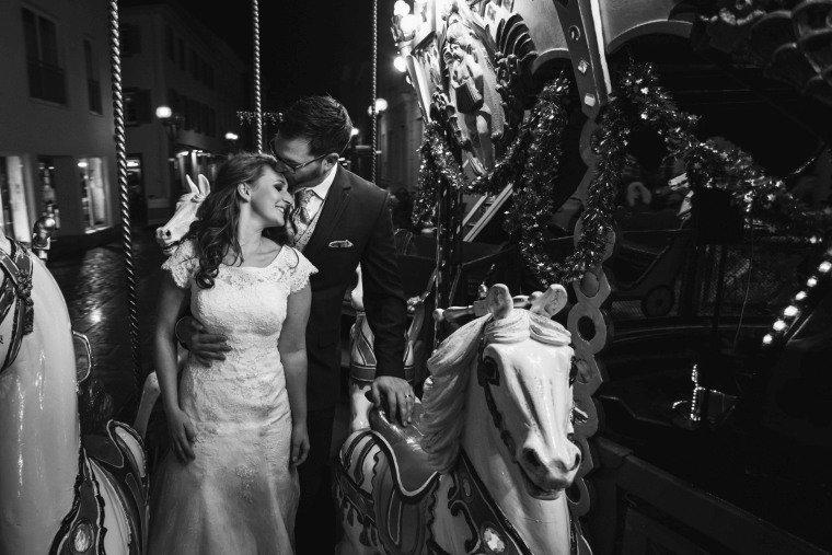 After-Wedding-Photoshooting-Braut-Karussell-Weihnachtsmarkt-AnnaJohannes-006