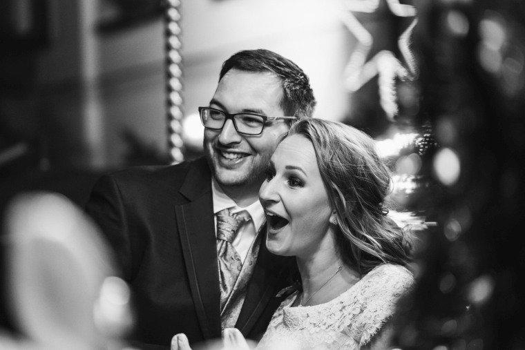 After-Wedding-Photoshooting-Braut-Karussell-Weihnachtsmarkt-AnnaJohannes-007