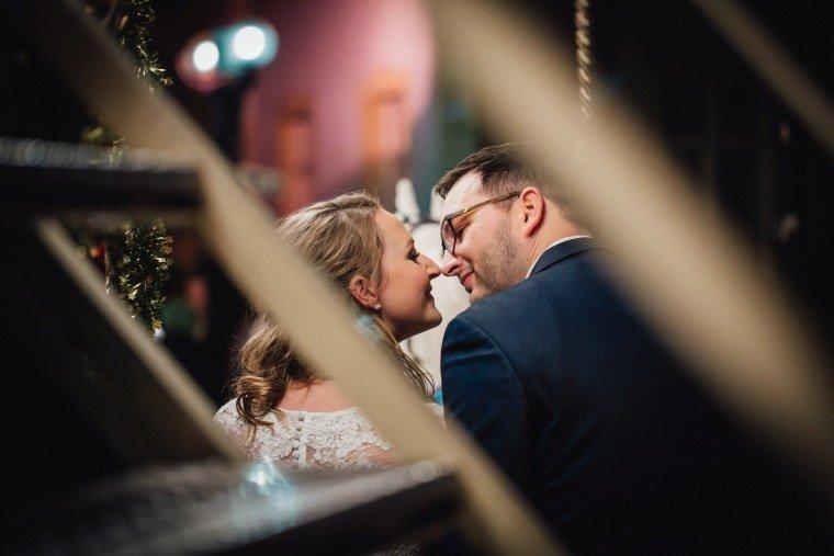After-Wedding-Photoshooting-Braut-Karussell-Weihnachtsmarkt-AnnaJohannes-008