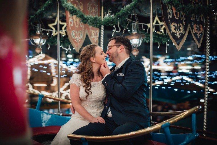 After-Wedding-Photoshooting-Braut-Karussell-Weihnachtsmarkt-AnnaJohannes-011