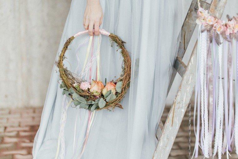 Frühlingshochzeit-Inspiration-Boho-Vintage-Pastell-Brautfreif-Brautstrauss-Hochzeitsfotograf-anna-johannes-10