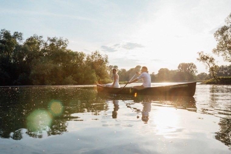 Hochzeitsfotos-Karlsruhe-Standesamt-Hochzeitsfotograf-AnnaJohannes-044-Kanu-Rhein