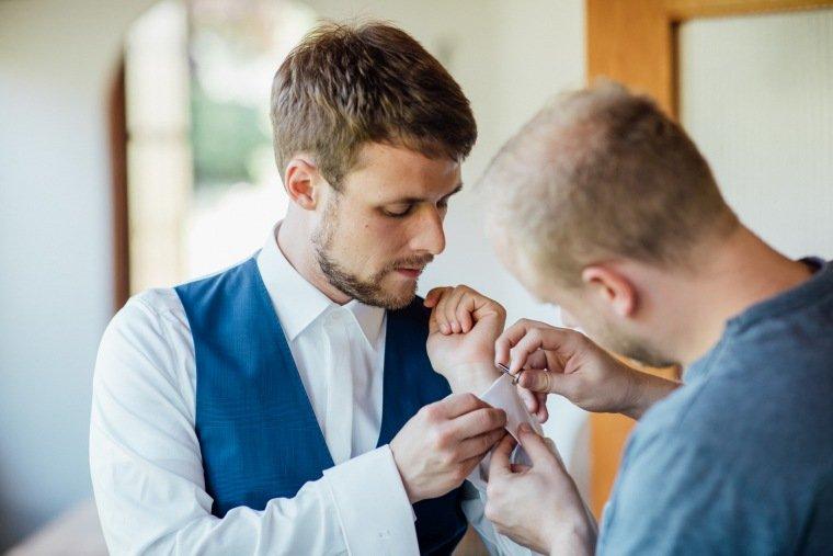 Hochzeitsfotos-Bad-Duerkheim-Hochzeitsreportage-Anna-und-Johannes-014-getting-ready