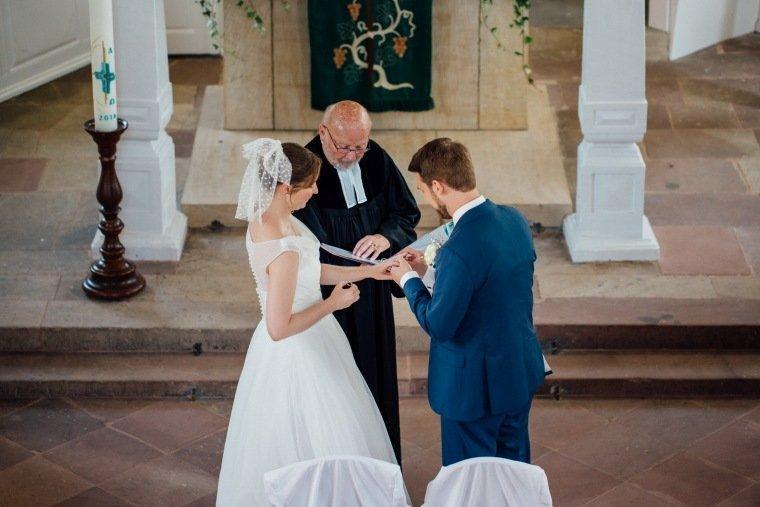 Hochzeitsfotos-Bad-Duerkheim-Hochzeitsreportage-Anna-und-Johannes-027-Sausenheim