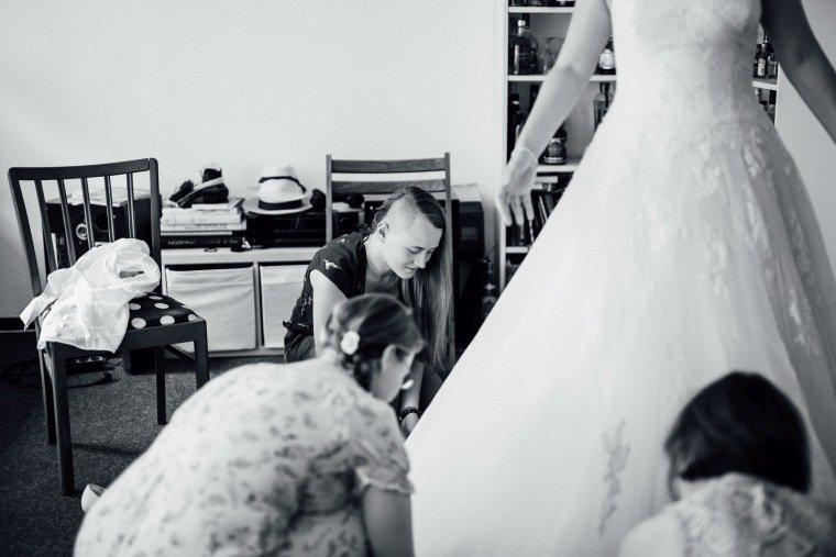 Hochzeitsfotos-Pfalzliebe-Hochzeitsreportage-Landau-Gordramstein-Anna-und-Johannes-004-getting-ready