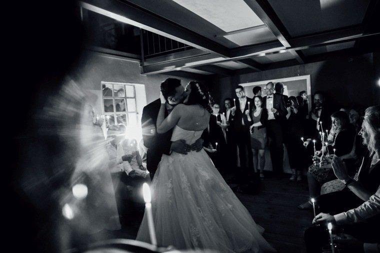 Hochzeitsfotos-Pfalzliebe-Hochzeitsreportage-Landau-Gordramstein-Anna-und-Johannes-022-Hochzeitstanz