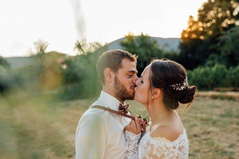 Hochzeitsfotos-Hochzeitsreportage-035-Brautpaar-Pfalzliebe-Abendsonne-Hosentraeger