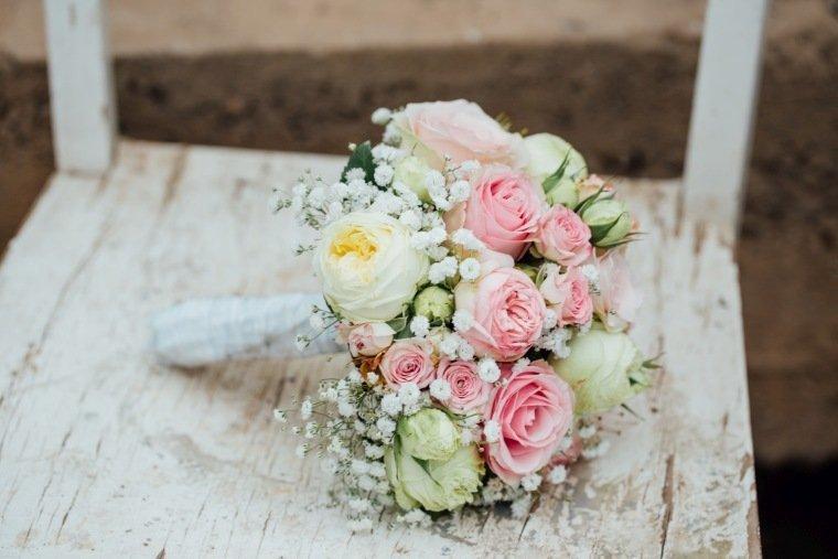 Hochzeitsfotos-Hochzeitsreportage-Stetten-005-Brautstrauss