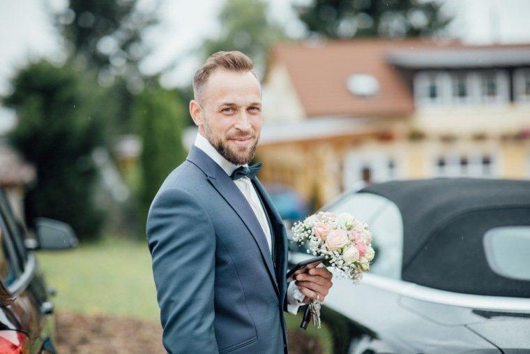 Hochzeitsfotos-Hochzeitsreportage-Stetten-006-Braeutigam