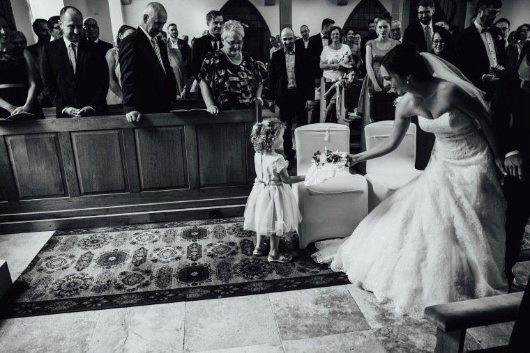 Hochzeitsfotos-Hochzeitsreportage-Stetten-009-Kirche-Maria-Magdalena-Duerrenzimmern-Braut