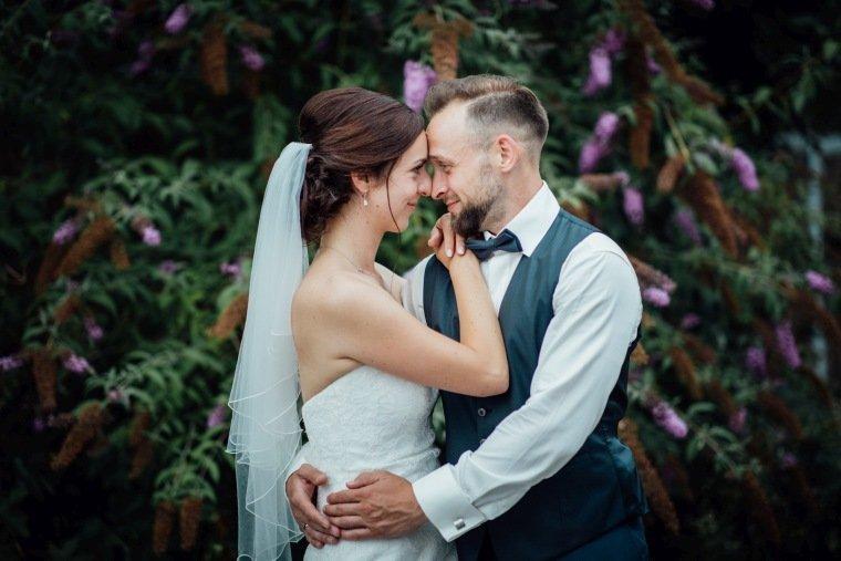 Hochzeitsfotos-Hochzeitsreportage-Stetten-015-Brautpaar-alte-Kelter