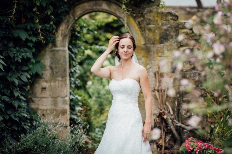 Hochzeitsfotos-Hochzeitsreportage-Stetten-016-Braut
