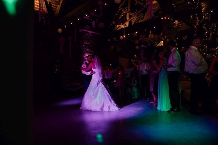 Hochzeitsfotos-Hochzeitsreportage-Stetten-020-Hochzeitstanz