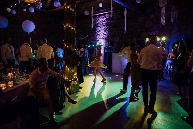 Hochzeitsfotos-Hochzeitsreportage-Stetten-022-alte-Kelter-Party