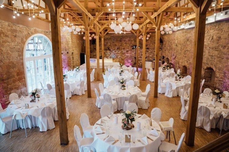 Hochzeitsfotos-Landgut-Schloss-Michelfeld-Hochzeitsreportage-Angelbachtal-002-Festsaal-Scheune-Vintage