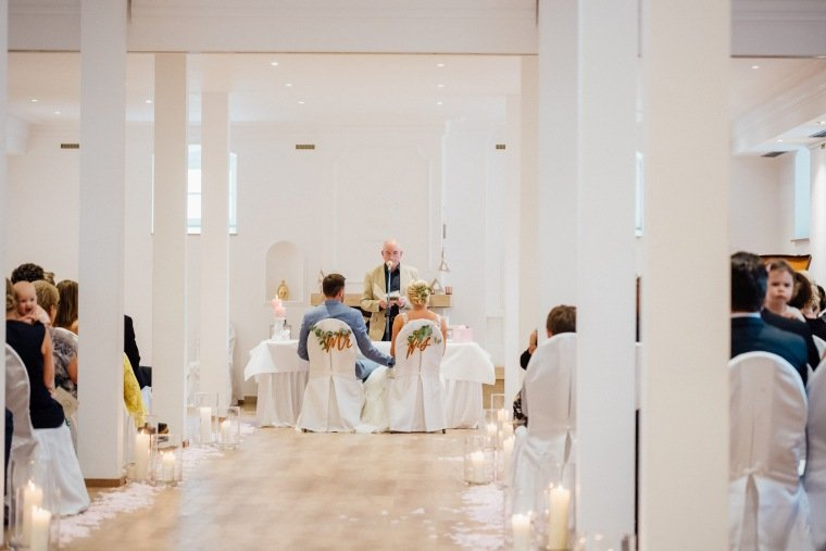 Hochzeitsfotos-Landgut-Schloss-Michelfeld-Hochzeitsreportage-Angelbachtal-011-Freie-Trauung-Indoor