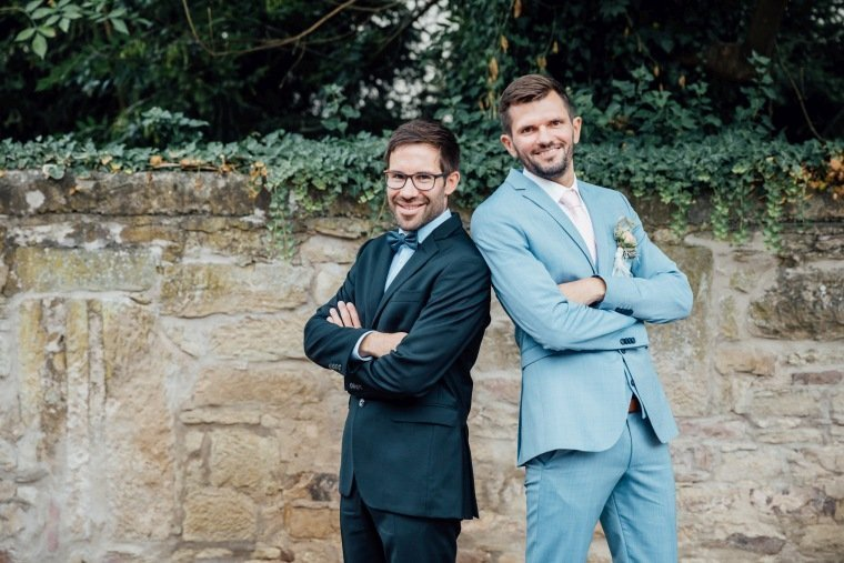 Hochzeitsfotos-Landgut-Schloss-Michelfeld-Hochzeitsreportage-Angelbachtal-017-Best-Man