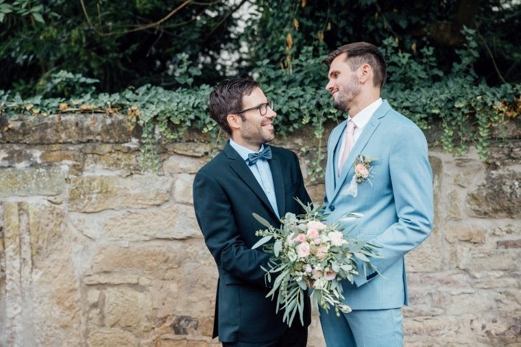 Hochzeitsfotos-Landgut-Schloss-Michelfeld-Hochzeitsreportage-Angelbachtal-018-beste-Freunde