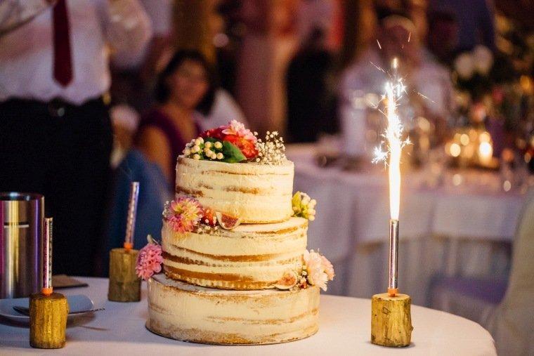 Hochzeitsfotos-Landgut-Schloss-Michelfeld-Hochzeitsreportage-Angelbachtal-032-Hochzeitstorte-half-naked-cake