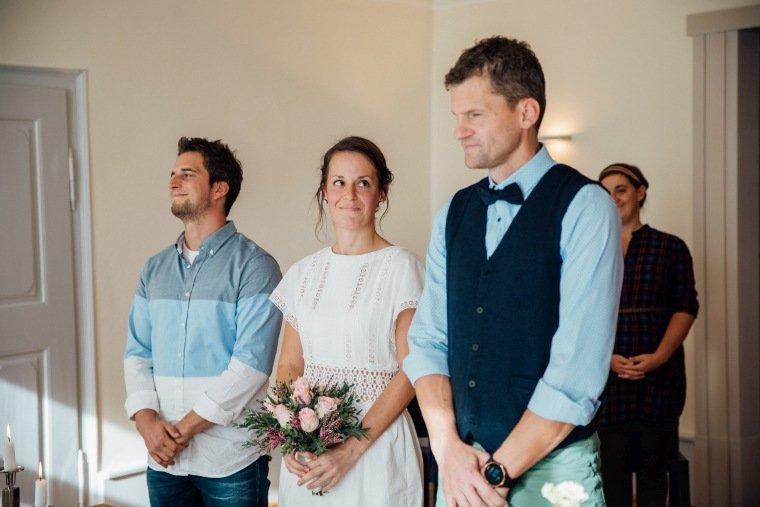 Hochzeitsfotos-Odenwald-Hochzeitsreportage-010-Brautpaar-Standesamt-Trauung