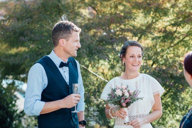 Hochzeitsfotos-Odenwald-Hochzeitsreportage-016-Standesamt-Brautpaar