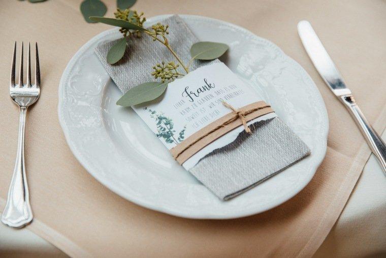 Hochzeitsfotos-Odenwald-Hochzeitsreportage-022-Platzkarte-Tischset-Individuell-DIY