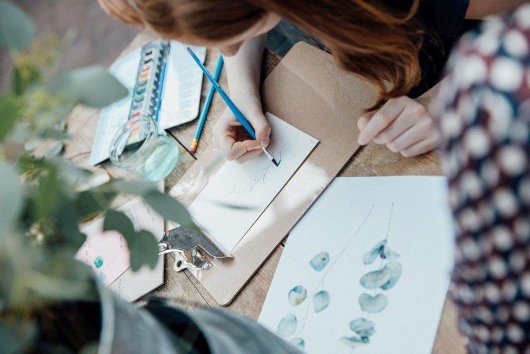 Hochzeitsfotos-Odenwald-Hochzeitsreportage-028-Hochzeitsdetails-Weddingdetails-Gaestebuch-Wasserfarben-Greenery-DIY
