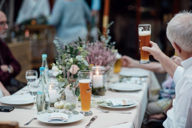 Hochzeitsfotos-Odenwald-Hochzeitsreportage-046-Hochzeitstafel-Greenery-diy