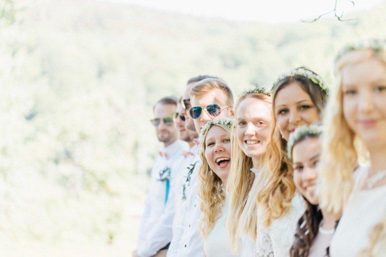 festival-wedding-Gartenhochzeit-Heilbronn-007-Hochzeitsgesellschaft-Brautjungfern-Team-Braut