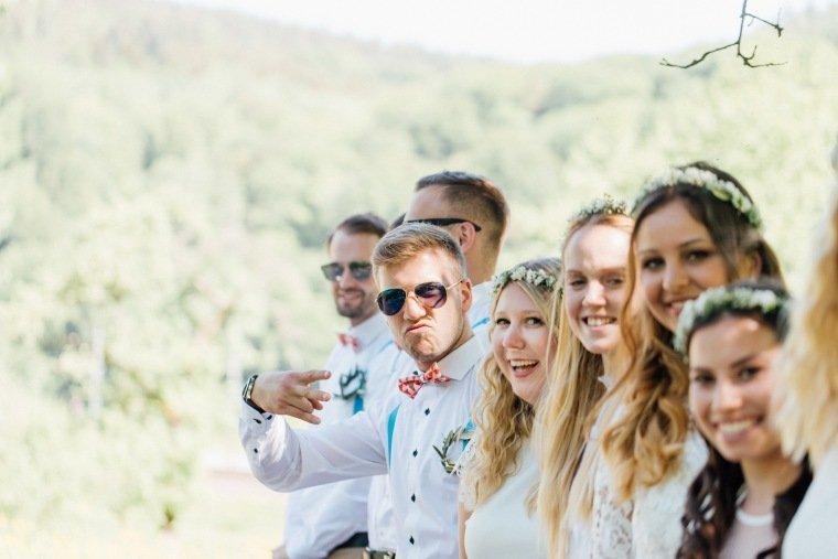 festival-wedding-Gartenhochzeit-Heilbronn-008-Weddingparty-Haarkranz-party-in-white