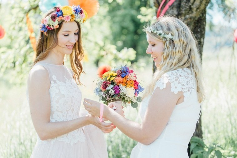 festival-wedding-Gartenhochzeit-Heilbronn-015-Bridesmaid-Braut-Flowercrown