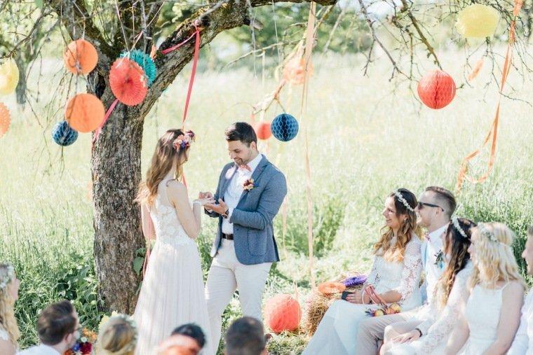 festival-wedding-Gartenhochzeit-Heilbronn-019-outdoor-wedding-freie-Trauung-Boho-Wiese-ringtausch