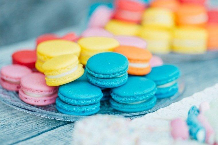 festival-wedding-Gartenhochzeit-Heilbronn-026-macarons-candybar