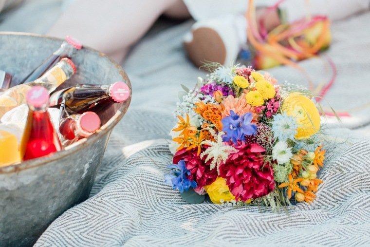 festival-wedding-Gartenhochzeit-Heilbronn-028-Brautstrauss-Limo-Zinkwanne-Sommerfarben