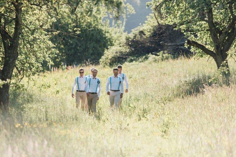 festival-wedding-Gartenhochzeit-Heilbronn-032-Groomsmen-Braeutigam-Crewlove