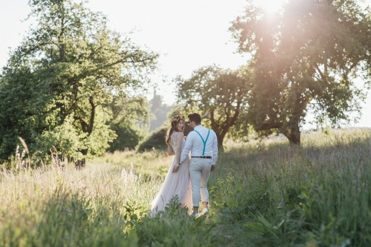 festival-wedding-Gartenhochzeit-Heilbronn-043-Brautpaar-Paarshooting-Sonnenuntergang