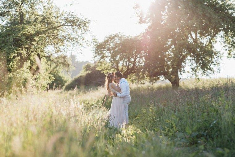 festival-wedding-Gartenhochzeit-Heilbronn-044-Sundown-shoot-vintage-Brautkleid-Brautpaar