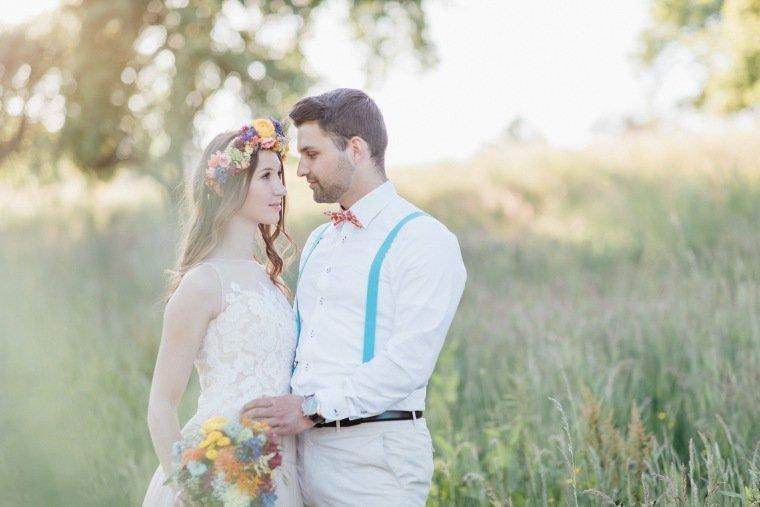festival-wedding-Gartenhochzeit-Heilbronn-045-Brautpaar-Sundown-shoot-Flowercrown-Blumenkranz-Spitzenkleid
