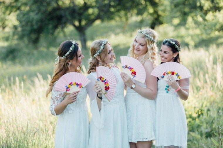 festival-wedding-Gartenhochzeit-Heilbronn-048-Brautjungfern-Teambraut-Whitedress-allwhite-headpiece