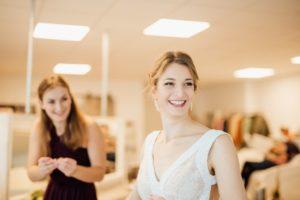 Hochzeitsfotos-Heilbronn-Hochzeitsreportage-011-Herbsthochzeit-Getting-Ready-Braut-Trauzeugin