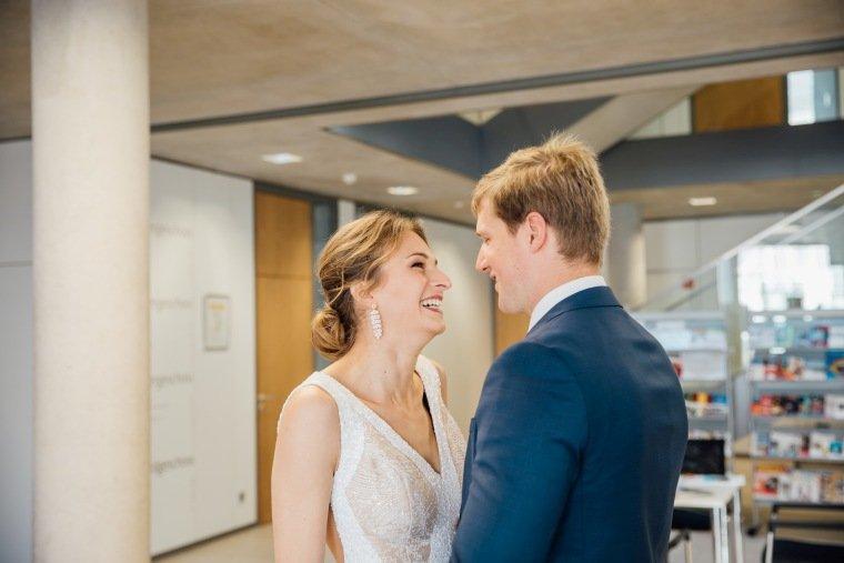 Hochzeitsfotos-Heilbronn-Hochzeitsreportage-023-Herbsthochzeit-First-Look-Standesamt