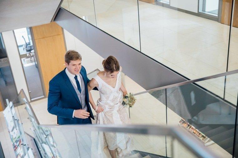 Hochzeitsfotos-Heilbronn-Hochzeitsreportage-025-Herbsthochzeit-Brautpaar-Standesamt